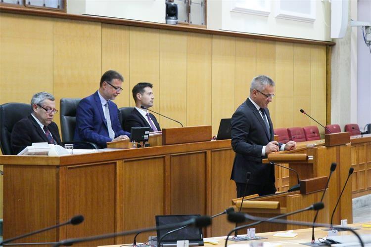 Slika /NG/10 listopad/Hrv sabor - godišnje izviješće/Zvonko Milas (6)_edited.jpg